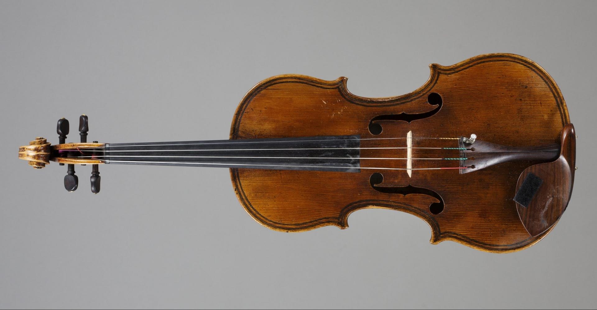 Augustinus Fonden råder over en samling af værdifulde strygeinstrumenter og flygler, som lånes ud til talentfulde musikere.