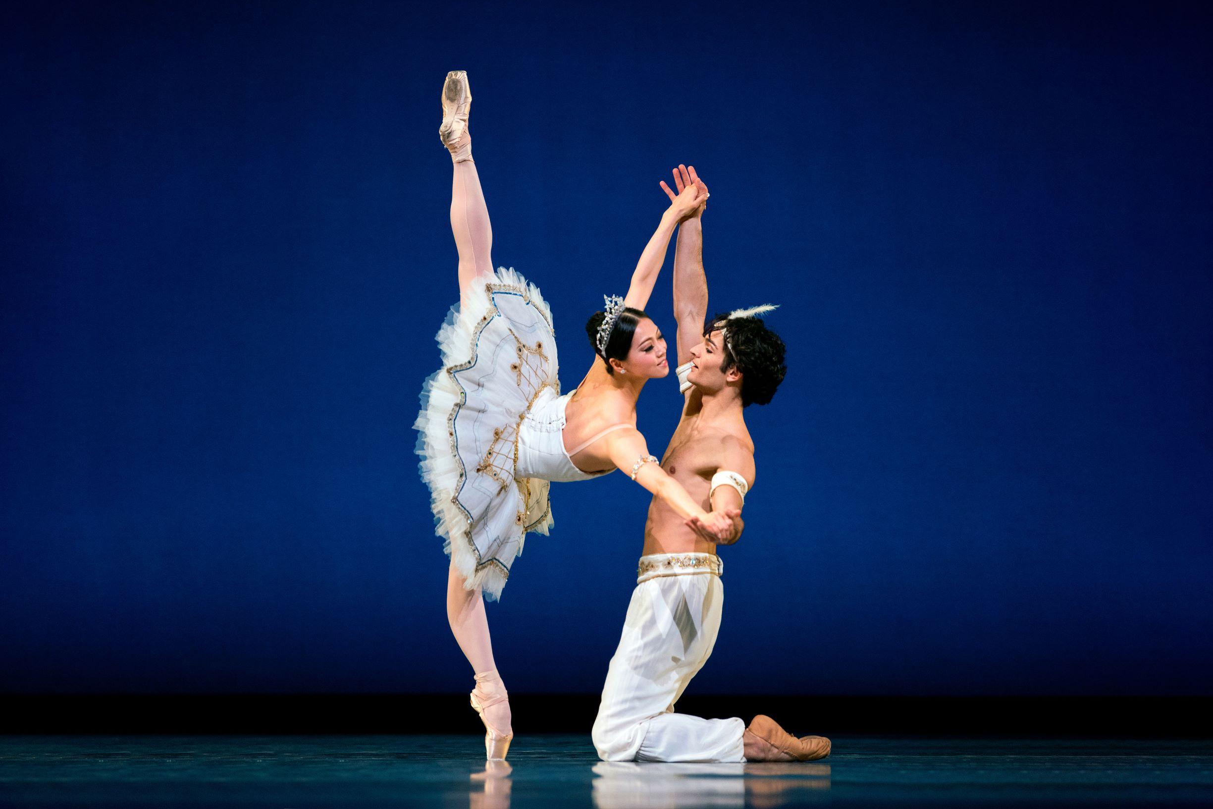 Solodansere fra San Francisco Ballet inviterer på en virtuos rejse gennem ballettens historie på dansefestivalen København Danser